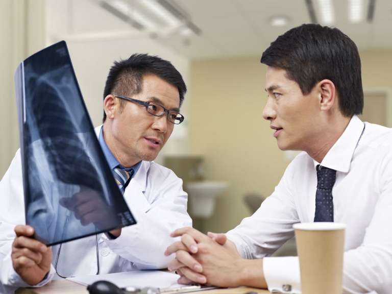 Viện Y dược học dân tộc TP. Hồ Chí Minh cung cấp nhiều dịch vụ khám và chữa bệnh, dưới sự hỗ trợ từ các phương tiện, máy móc y khoa hiện đại.