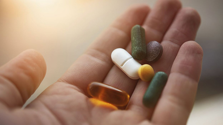 Uống thuốc tây để chữa viêm da chàm hóa