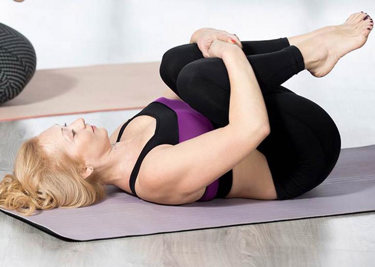 chữa bệnh trĩ bằng yoga