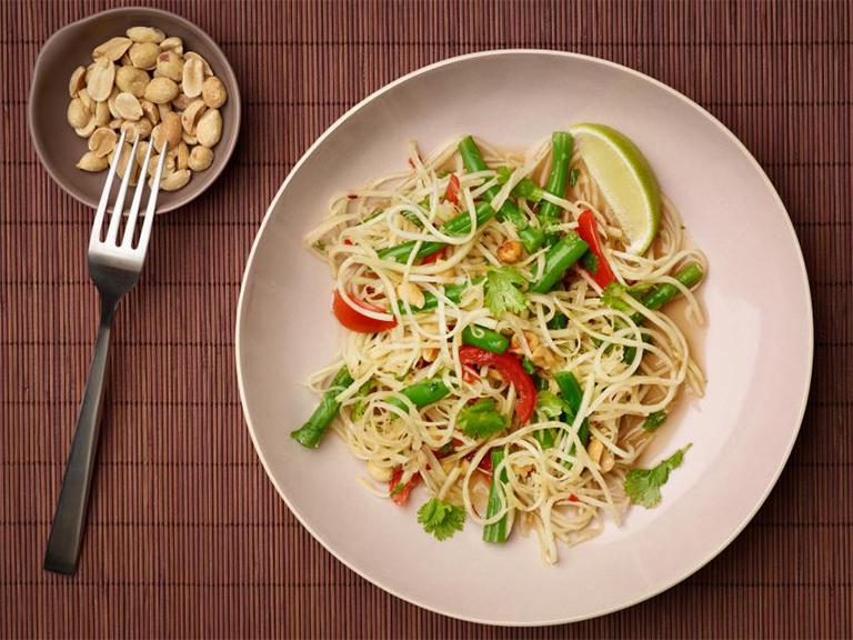 Bổ sung ngay món salad đu đủ vào thực đơn hằng ngày giúp điều trị bệnh trĩ hiệu quả
