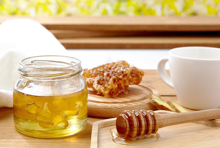 Bài thuốc chữa viêm họng hạt bằng gừng và mật ong