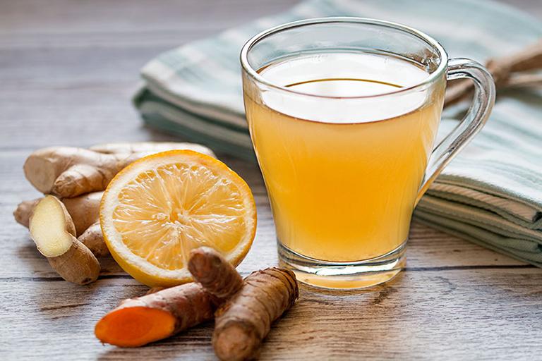 Bài thuốc điều trị viêm họng hạt bằng gừng, mật ong, chanh tươi và nghệ