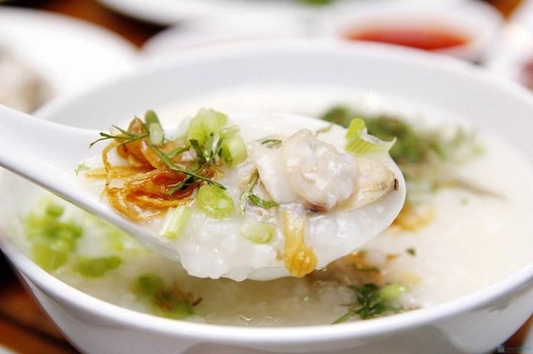 Cháo ngao là một trong những món ăn tốt cho người bị viêm họng bạn nên thử