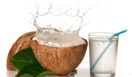 Nước dừa sẽ khiến thận làm việc nhiều hơn và làm tăng kali, natri trong máu.