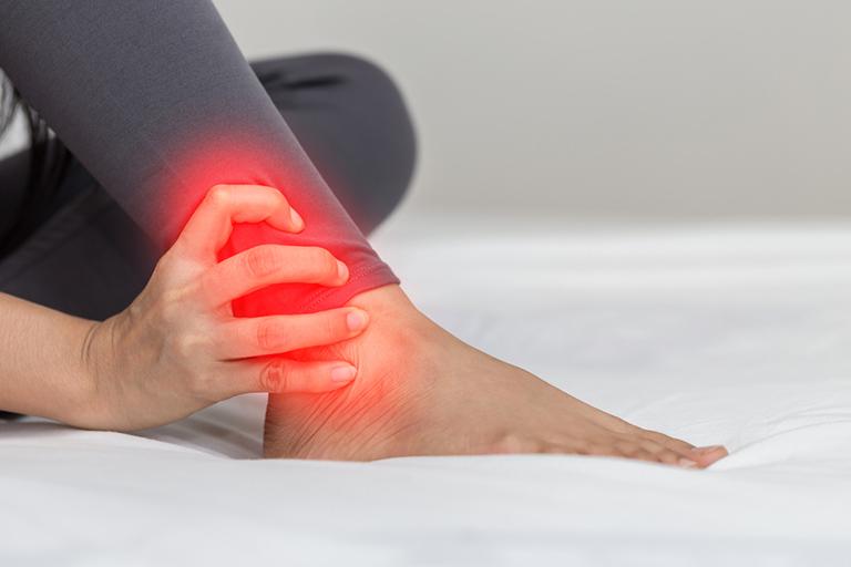 bệnh tràn dịch khớp cổ chân