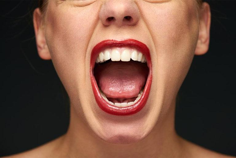 viêm họng gây hôi miệng