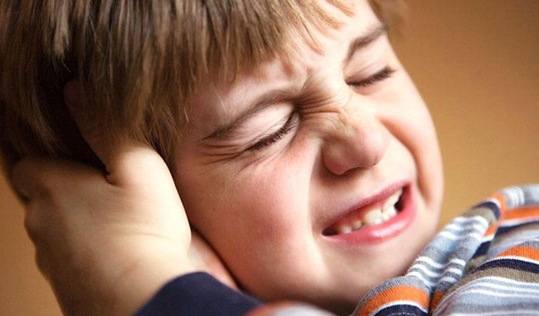 viêm tai giữa không đặc hiệu là gì