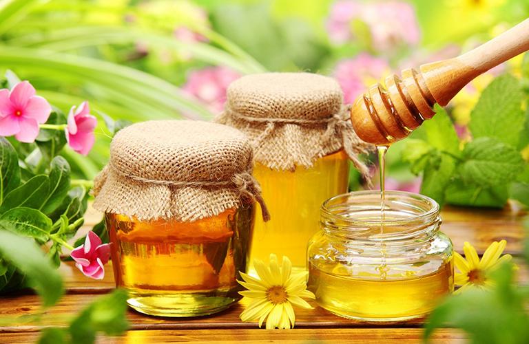 Bài thuốc dùng mật ong và lá trầu không trị ho cho trẻ
