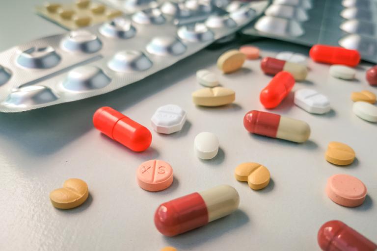 Thận trọng khi sử dụng thuốc Tylenol đồng thời với các loại thuốc khác