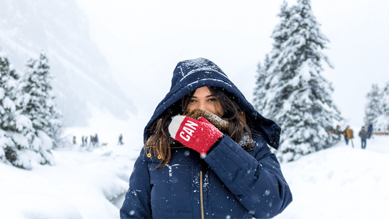 Bảo vệ vùng cổ họng khi đi ra ngoài hoặc những ngày thời tiết trở lạnh