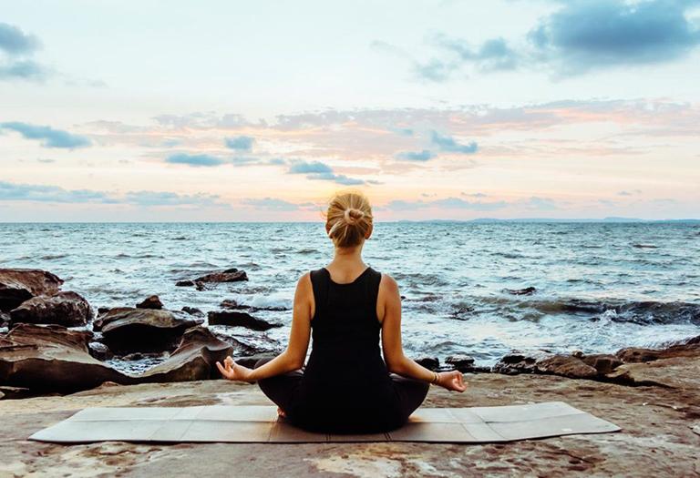 Vận động cơ thể mỗi ngày bằng các bài tập để điều trị và phòng tránh chứng đau vai gáy