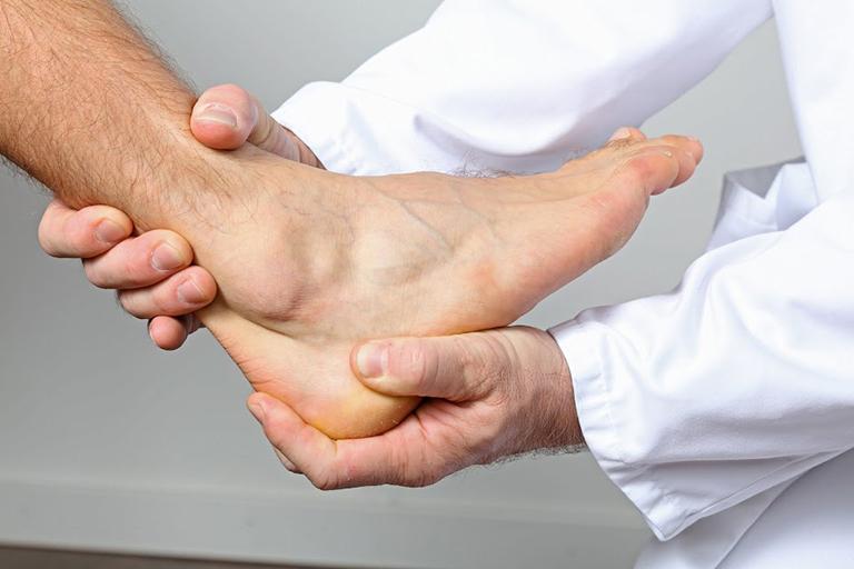Bệnh phong thấp hoàn toàn không phải là bệnh lây nhiễm nhưng là một bệnh lý khó điều trị dứt điểm