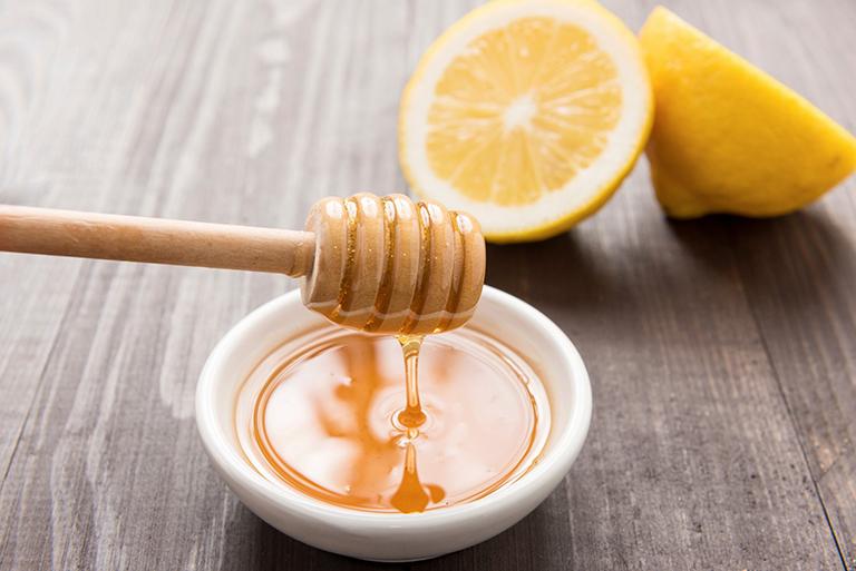 Bài thuốc điều trị ho khàn tiếng bằng chanh tươi và mật ong