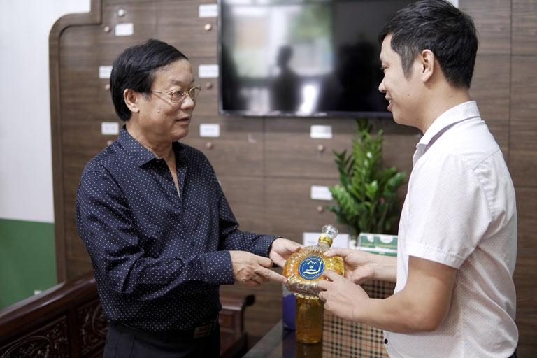 NS Phú Thăng trẻ khoẻ ở tuổi U65 với sản phẩm chăm sóc sức khoẻ ĐTHT Vietfarm