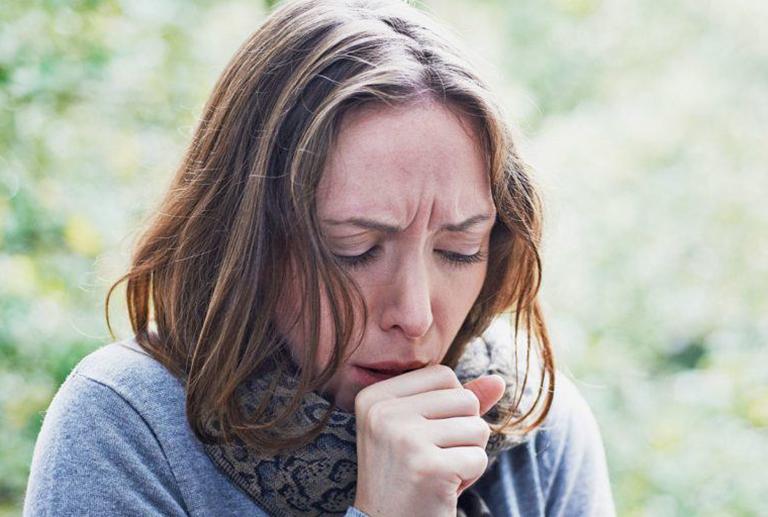 Ngứa cổ họng gây ho và cách xử lý nhanh chóng