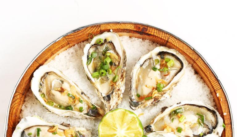 Món ăn chế biến từ hàu sẽ giúp nam giới cải thiện được chứng rối loạn cương dương.