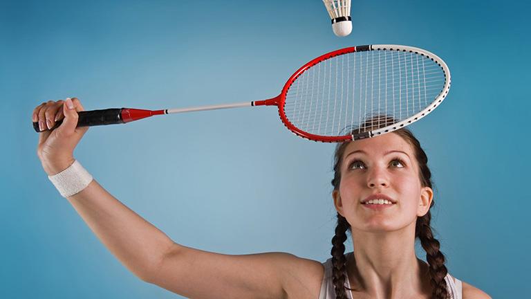 Chơi các môn thể thao vận động cánh tay nhiều dễ bị viêm quanh khớp vai