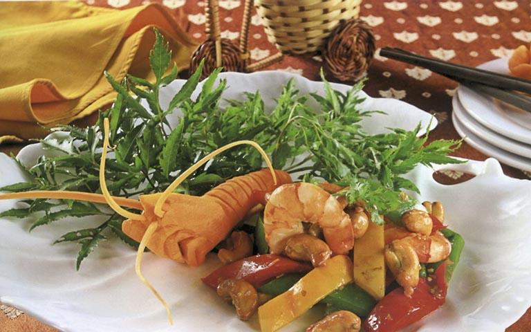 Có thể dùng lá đinh lăng chế biến thành nhiều món ăn vừa ngon, vừa bổ