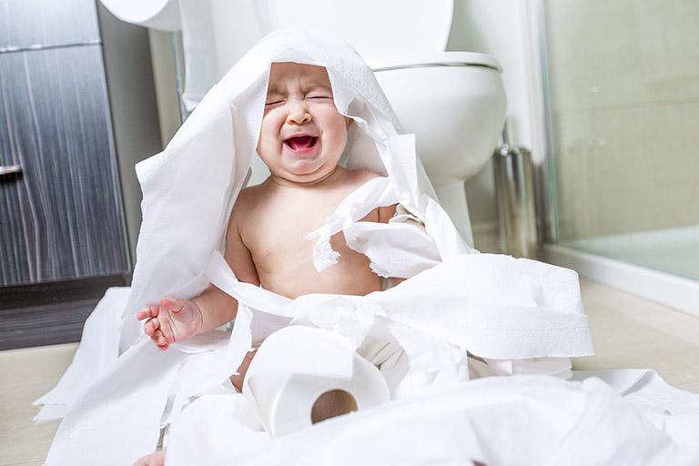 Trẻ bị nứt kẽ hậu môn phải điều trị như thế nào?