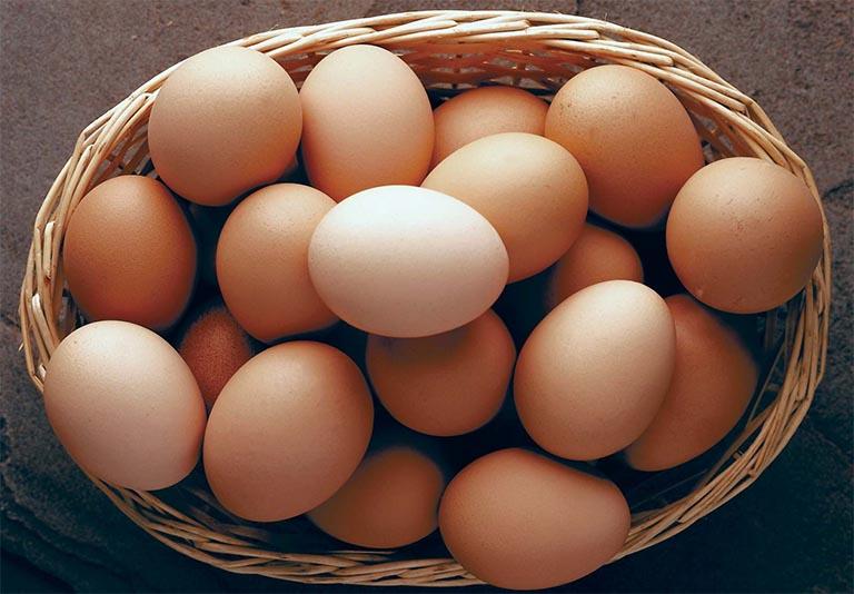 Các đối tượng sau khi cắt amidan hoàn toàn có thể sử dụng trứng gà và thịt gà để bồi bổ sức khỏe