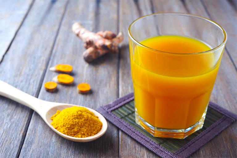 Mỗi ngày chỉ hai ly nước ép nghệ vàng cùng mật ong, cơn đau dạ dày dần được tiêu biến