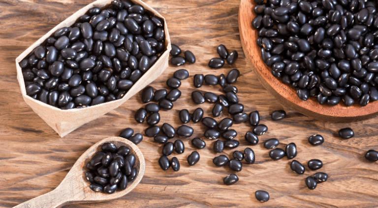 Đã từ lâu, đậu đen đã là một vị thuốc trong Đông y với những công dụng như: điều hòa máu, giảm sưng đau,...