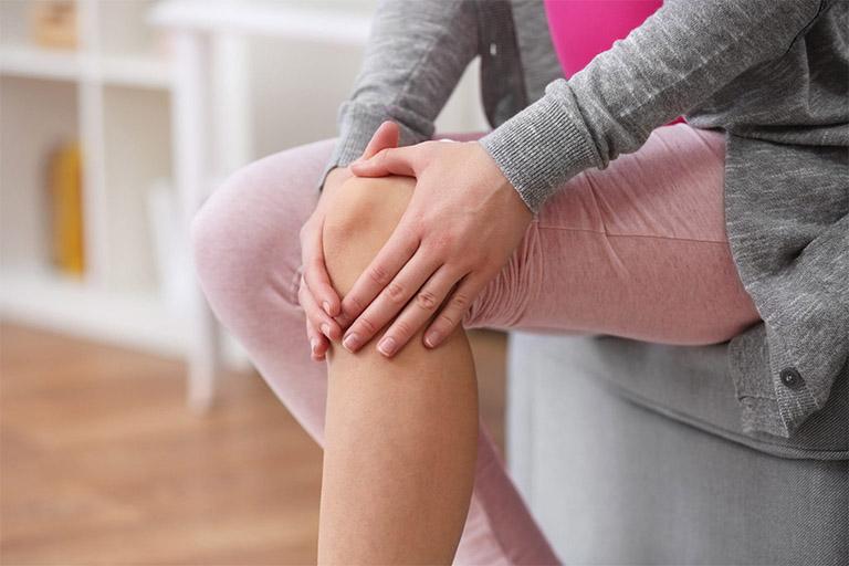 Đau khớp gối là biểu hiện khởi phát của một số bệnh lý về xương khớp