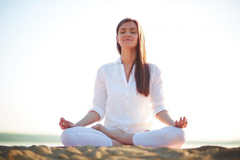 Ngồi thiền giúp điều hòa nhịp thở, thúc đẩy quá trình lưu thông máu và cải thiện tình trạng đau mỏi vai gáy