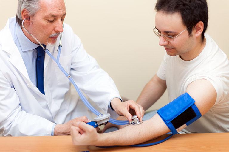 Thực hiện các xét nghiệm khám thực thể để chẩn đoán rối loạn cương dương