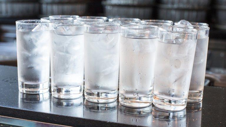 Sau cắt amidan có được uống nước đá không?