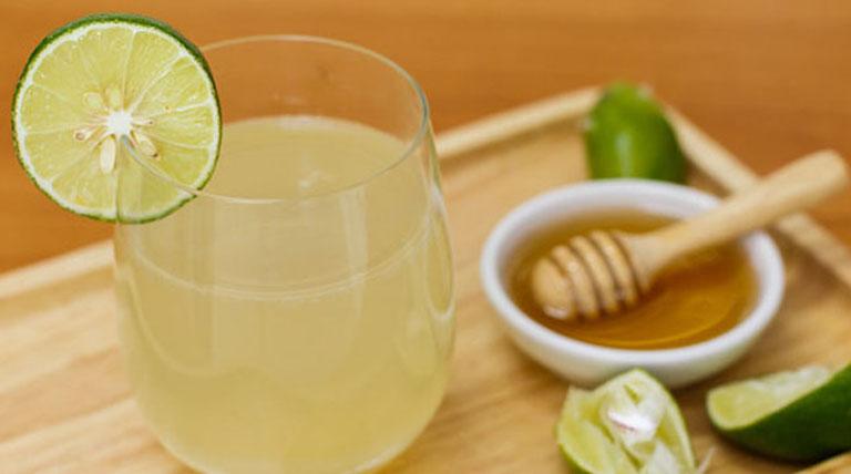 Hàm lượng axit citric bên trong chanh giúp bào mòn canxi và loại bỏ sỏi amidan một cách từ từ