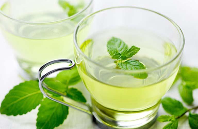 Nước lá bạc hà có tác dụng loại bỏ vi khuẩn bên trong vòm họng và ngừa viêm hiệu quả
