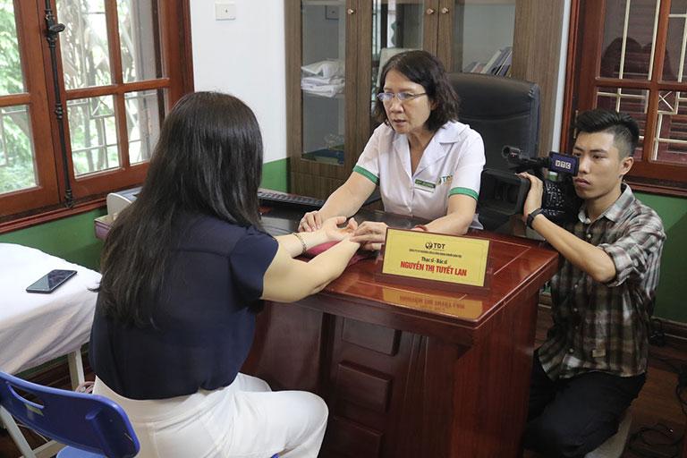 VTC2 tác nghiệp tại Trung tâm Thuốc dân tộc