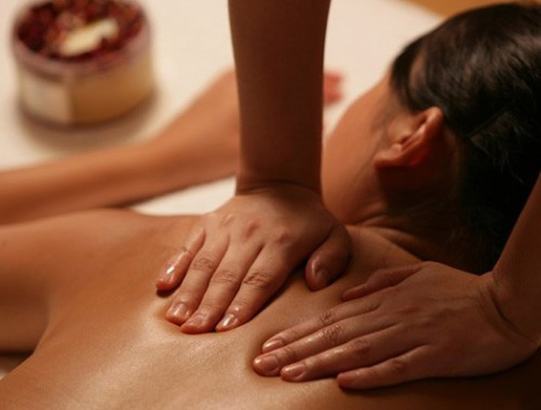 Tìm hiểu kỹ thuật xoa bóp chữa đau vai gáy do tư thế