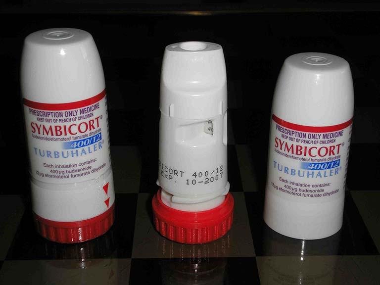 Budesonidlà thuốc dạng xịt được dùng để chữa bệnh viêm mũi dị ứng