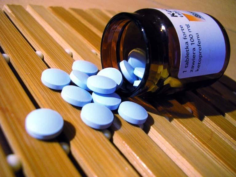 Cần tham khảo kỹ ý kiến của bác sĩ trước khi sử dụng thuốc tây để chữa bệnh