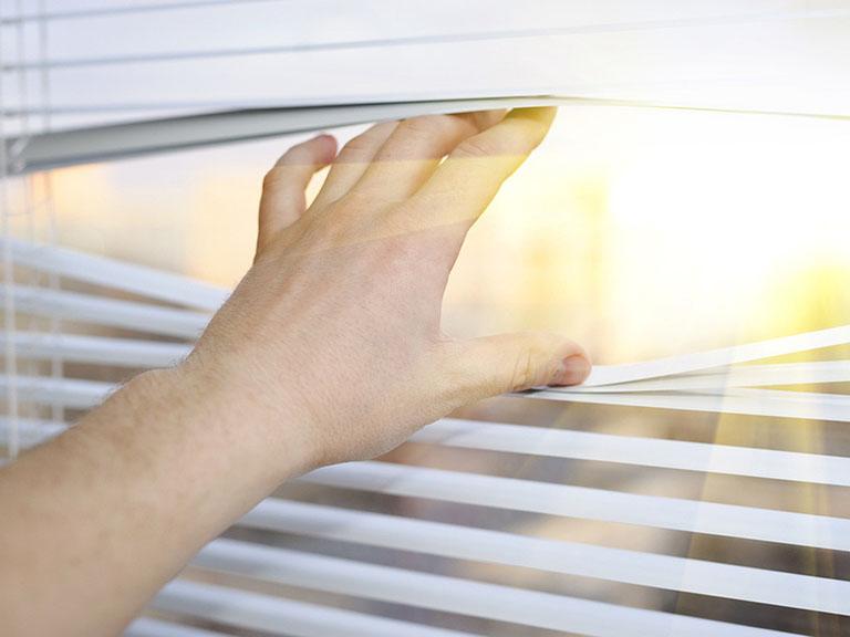Ánh sáng mặt trời là một trong những nguyên nhân gây nên dị ứng