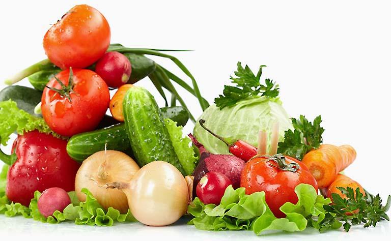 Bổ sung thêm các loại rau xanh và trái cây tươi để giúp hệ tiêu hóa hoạt động tốt