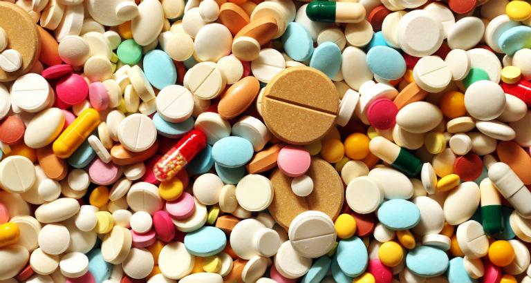 Người bệnh dị ứng nước có thể dùng một số loại thuốc kháng histamin để điều trị nhanh chóng.