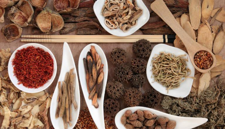 Một số bài thuốc Đông y cũng có thể giúp người bệnh khắc phục cơn ho, đẩy lùi cơn ho hiệu quả.