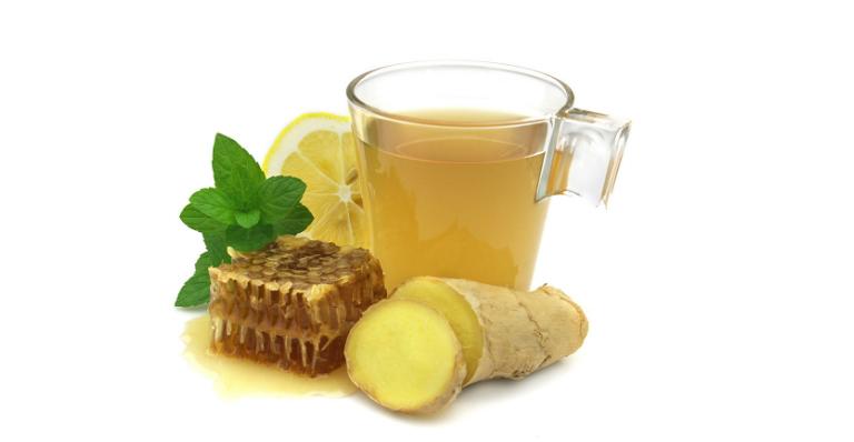 Uống nước gừng pha mật ong giúp chữa bệnh ho hiệu quả.