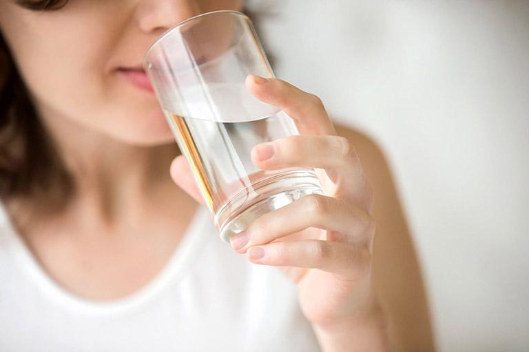 Chỉ nên uống nước sôi trước khi thực hiện nội soi đường tiêu hóa