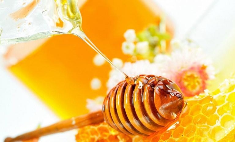 Theo Đông y, mật ong là một vị thuốc quý, có khả năng trị ho hiệu quả.