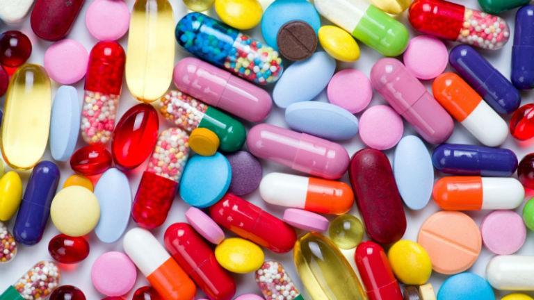 Khi bị dị ứng ngứa mề đay, người bệnh có thể uống thuốc Tây, bôi kem hoặc uống thuốc Đông y.