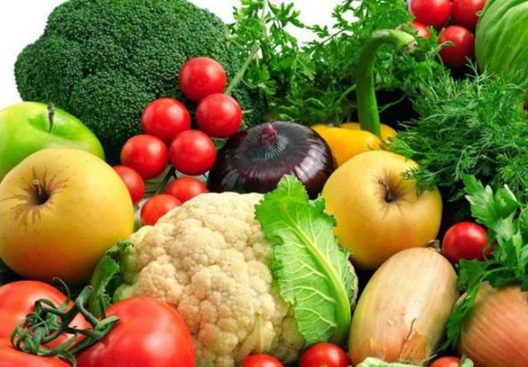 Bệnh nhân gout nên ăn nhiều rau xanh và hoa quả trong những ngày Tết đến xuân về.