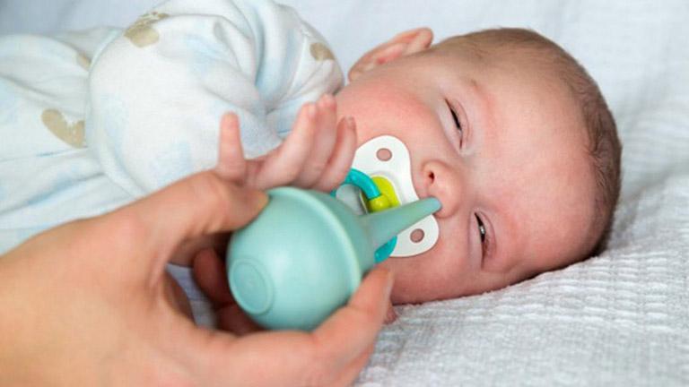 Vệ sinh mũi họng đúng cách để giúp giảm các triệu chứng do bệnh gây ra
