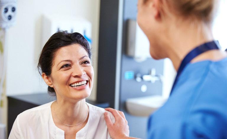 Cắt amidan không gây tăng cân. Một số người bệnh tăng cân hậu phẫu thuật là do có chế độ chăm sóc đặc biệt, sức khỏe hồi phục tốt.