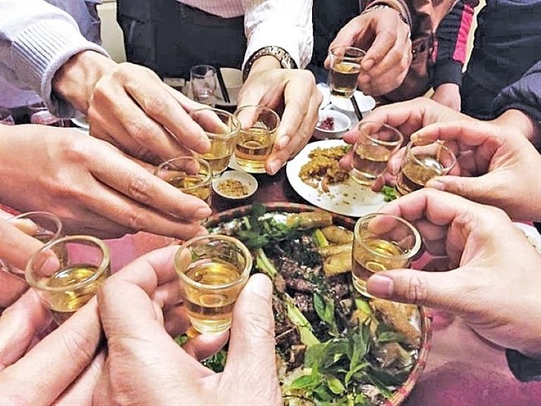 Bia rượu khiến bệnh trĩ trở nên trầm trọng hơn