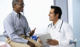 Sau phẫu thuật hạt xơ thanh quản, người bệnh không cần kiêng nói mà chỉ cần hạn chế nói nhiều, nói lớn tiếng.