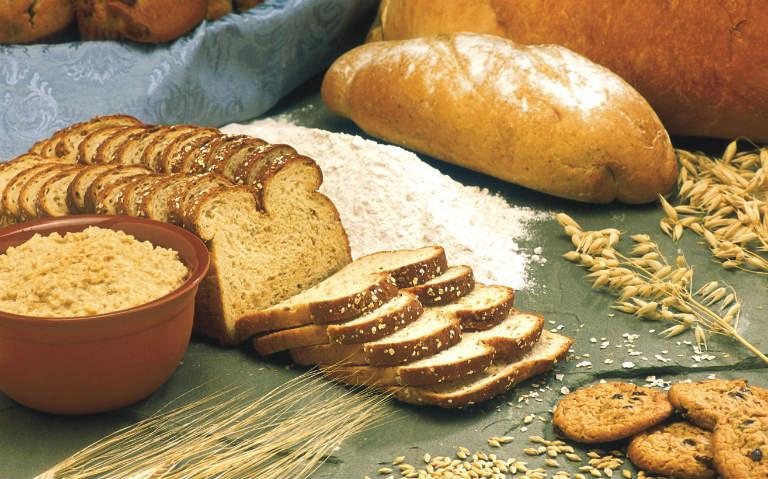 Người bệnh viêm da cơ địa cần nên tránh ăn nhiều tinh bột.